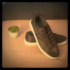 Madewell x Tretorn Nylite Plus Sneaker in Satin